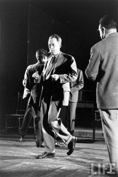 Camus - 1957 - dançando
