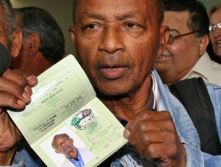 Chegada do último exilado brasileiro, Antonio Duarte dos Santos, de 75 anos