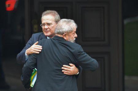 Lula abraçado a Sazrney